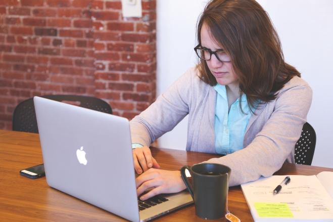apple-laptop-startup-photos